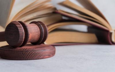 La defensa por abogado en los juicios por delito leve